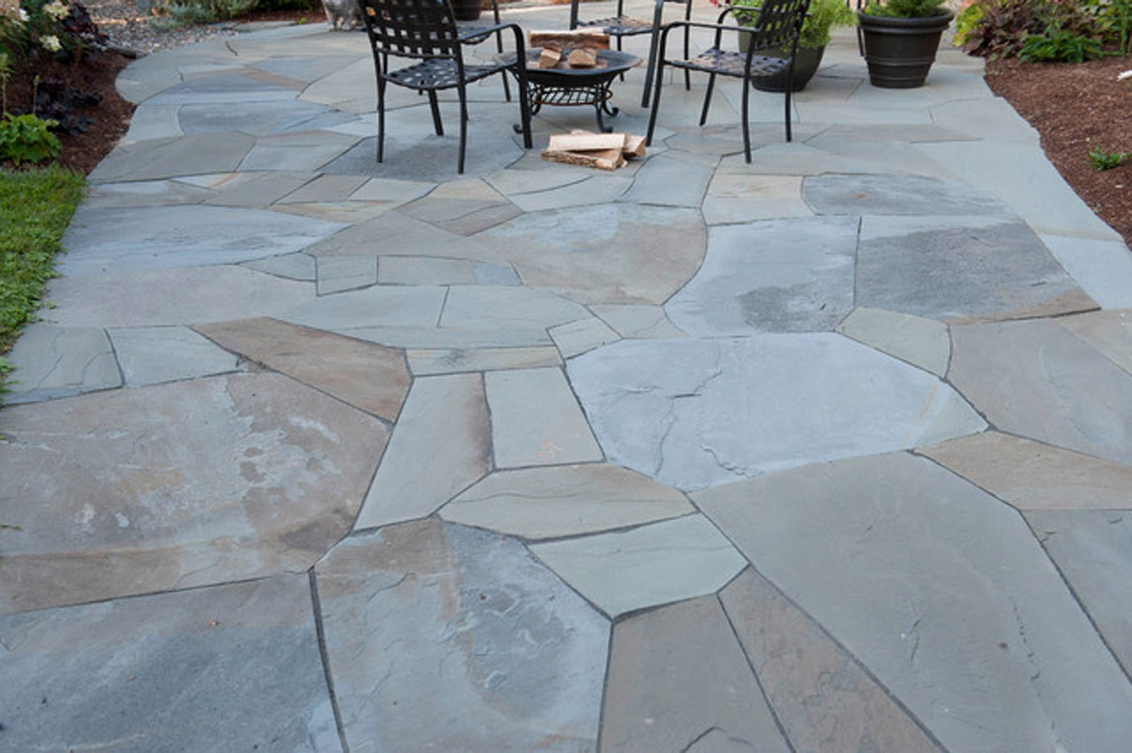 Blue stone paver patio for Pictures of stone patios